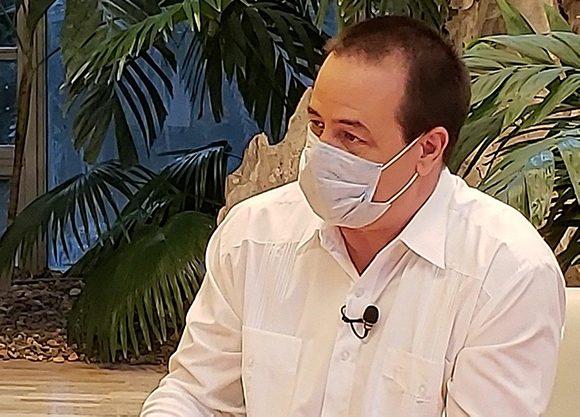 En el mundo hay un gran dilema, entre la economía y la salud, y en  Cuba la salud es una prioridad, aseguró el ministro José A. Portal. (Foto: Archivo Presidencia Cuba)