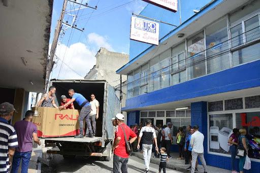 La unidad La Época marcó el inicio de la comercialización de productos en Moneda Libremente Convertible. (Foto: Vicente Brito/ Escambray)