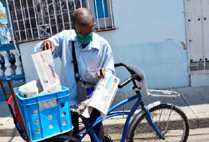Los carteros de la provincia han incrementado la distribución a domicilio de pagos de la Seguridad Social. (Foto: Vicente Brito / Escambray)
