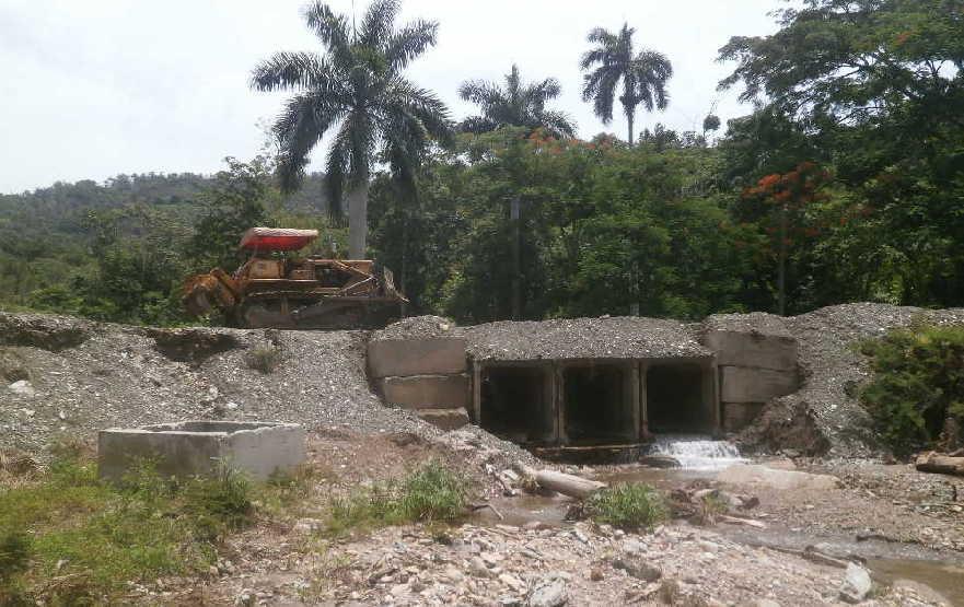 Unas 100 toneladas de hormigón deberán verterse en la obra de fábrica de El Charcón. (Foto: Carmen Rodríguez)