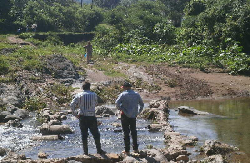 El paso es inexistente entre los dos asentamientos que tiene Gavilanes. (Foto: Carmen Rodríguez)