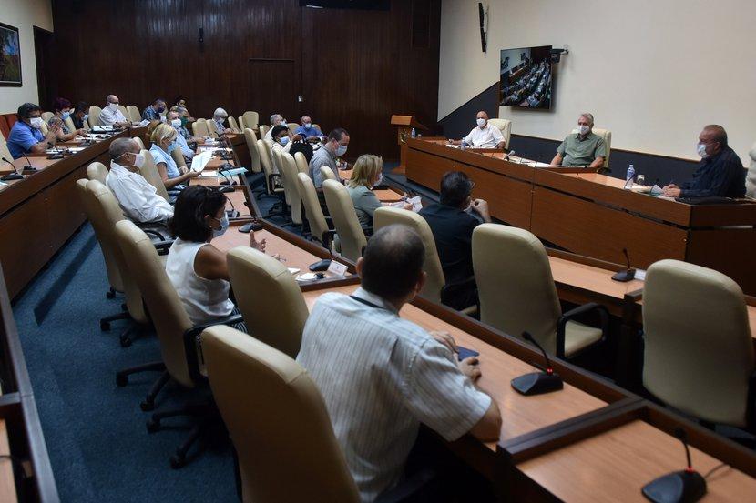 El presidente Miguel Díaz-Canel destacó en el encuentro la intensa actividad científica en Cuba. (Foto: Estudios Revolución)
