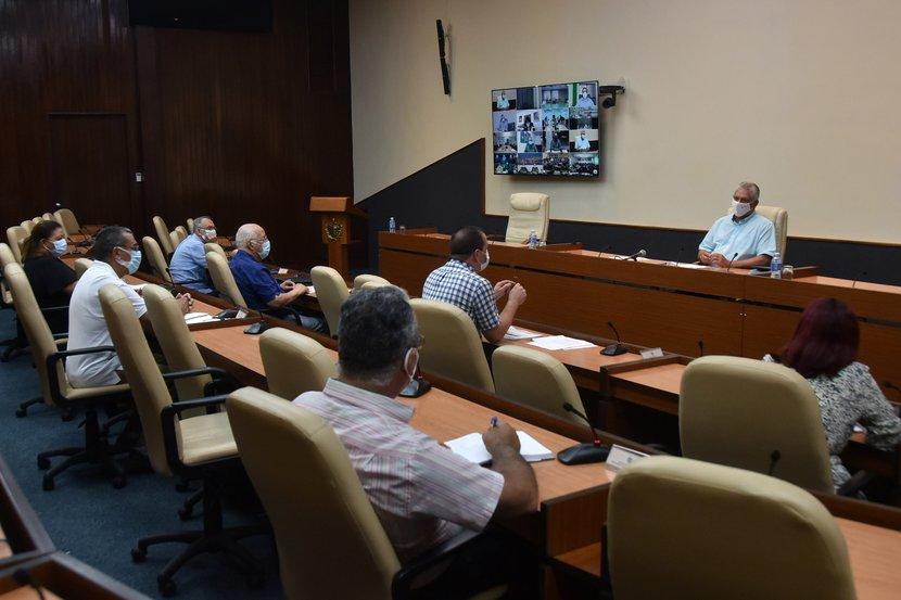 En el encuentro de este jueves se precisó que en la última jornada Cuba alcanzó el mayor número de muestras PCR realizadas para un día. (Foto: Estudios Revolución)