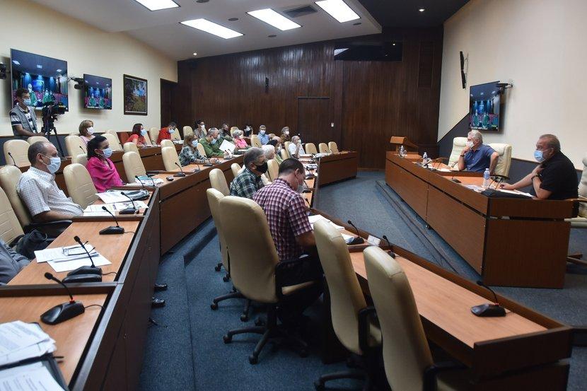 La vivienda, la agricultura y el servicio eléctrico concentran las principales afectaciones, de acuerdo con lo trascendido en reunión encabezada por el presidente cubano. (Foto: Estudios Revolución)