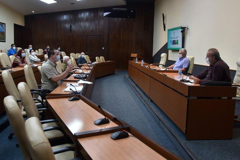 En el Grupo Temporal de Trabajo del Gobierno para el control del coronavirus se insistió en cerrar filas a la enfermedad en todo le país. Foto: Estudios Revolución.