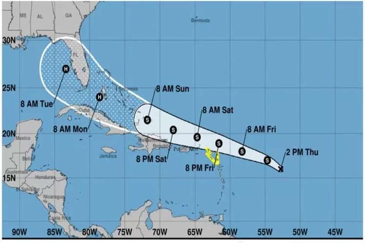 En las próximas 12 a 24 horas se pronostica que  la depresión tropical mantendrá similar rumbo y velocidad de  traslación.
