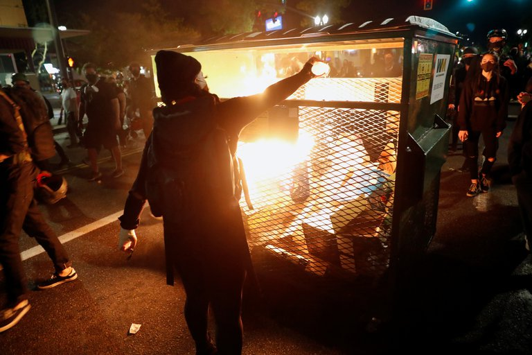 Trump no puede detener la violencia porque durante años la ha fomentado,  expresó Biden. (Foto: Reuters)