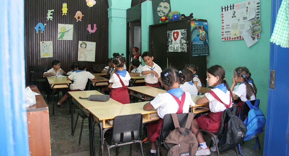 Un ambiente favorable y de compromiso prima en la antesala del reinicio del curso, aseguró la ministra de Educación.