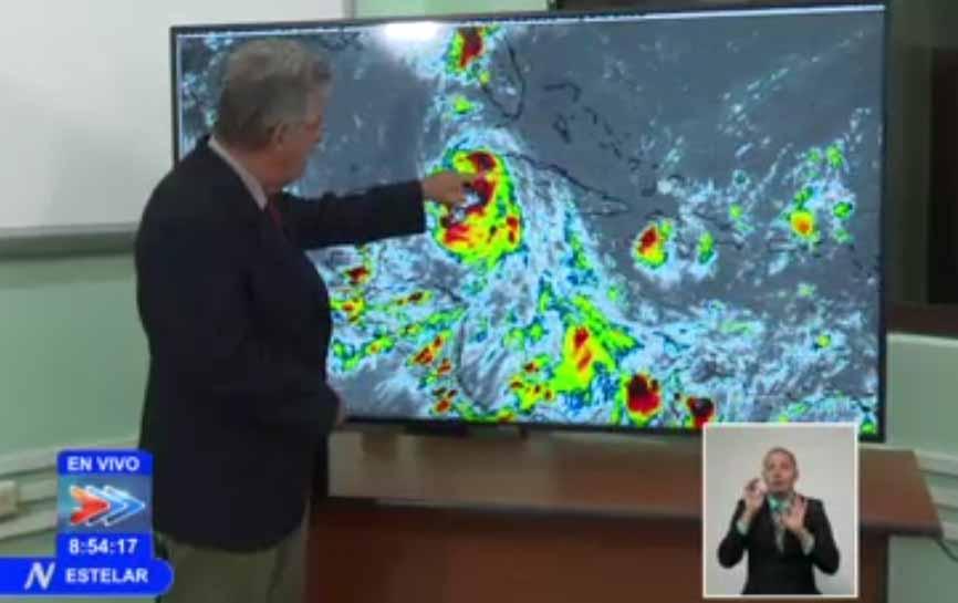 El Doctor José Rubiera confirmó a través de la televisión cubana la entrada de Laura a territorio de Pinar del Río por Punta La Capitana. (Foto: tomada de la TV)