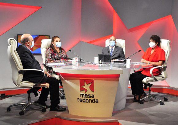 El programa radiotelevisivo Mesa Redonda ofreció este viernes detalles del reinicio del curso escolar. (Foto: Roberto Garaicoa/ Cubadebate)