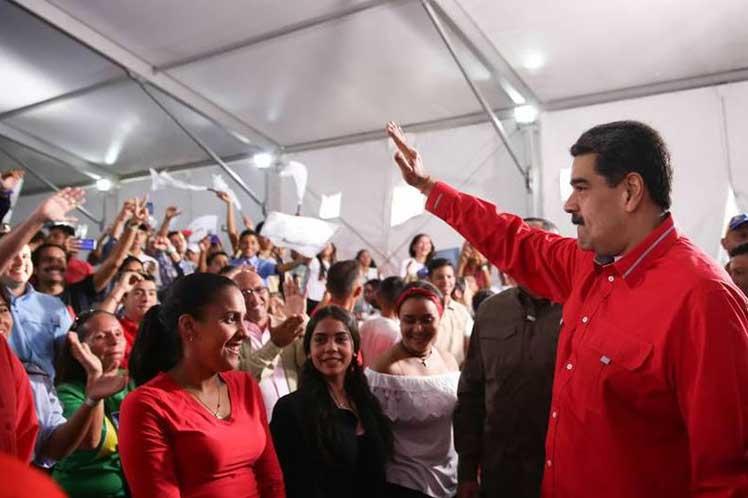 Como máxima autoridad del Partido Socialista Unido de Venezuela, Maduro sostuvo un encuentro con dirigentes de esa agrupación. (Foto: PL)