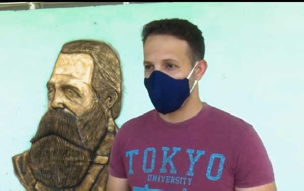 El miembro de la Brigada de Instructores de Arte José Martí utilizó fotos del autor del Anti-Dühring. (Cortesía del entrevistado)