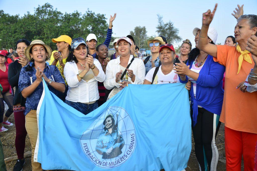 La Federación de Mujeres Cubanas en Sancti Spíritus mereció este año la bandera por el 60 aniversario de creada la organización.