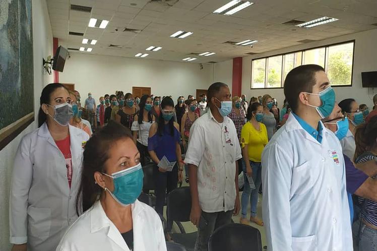 El nuevo contingente de colaboradores cubanos se sumará a la batalla para frenar la pandemia en Venezuela. (Foto: PL)