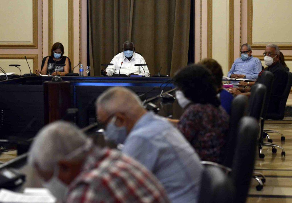 En su sesión, el Consejo de Estado aprobó tres decretos leyes que contribuirán a regular la actividad económica en la nación. (Foto: Tony Hernández)