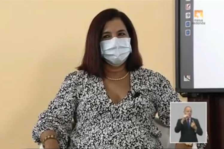 Más de ocho mil personas mayores de 60 años recibieron el inyectable, explicó en la Mesa Redonda Consuelo Macías, directora del Instituto de Hematología e Inmunología.. (Foto: PL)