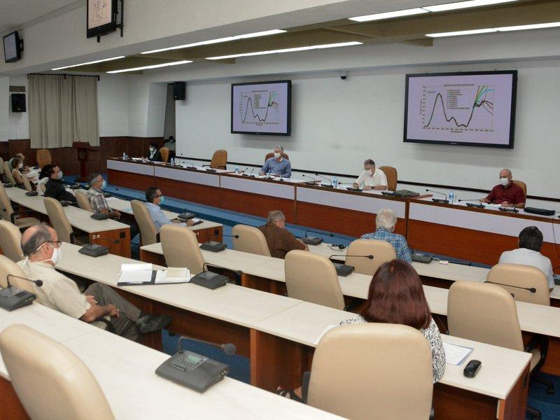 Este jueves se realizó la habitual reunión con científicos y expertos que colaboran en el enfrentamiento a la epidemia. (Foto: Estudios Revolución)
