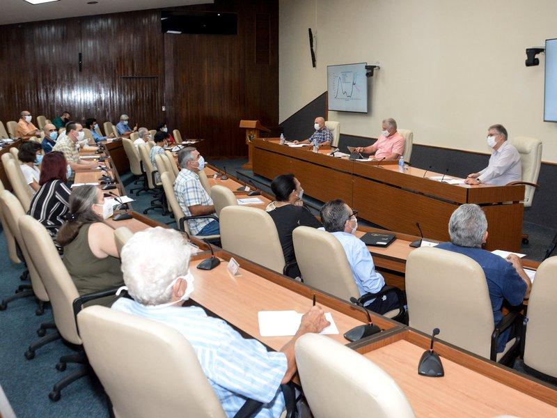 Díaz-Canel participó en un nuevo encuentro con representantes de instituciones científicas y académicas. (Foto: Estudios Revolución)