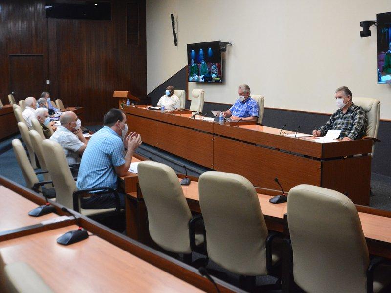 """""""Los protocolos con los vulnerables tienen que ser llevados al  extremo"""", indicó el presidente cubano. (Foto: Estudios Revolución)"""