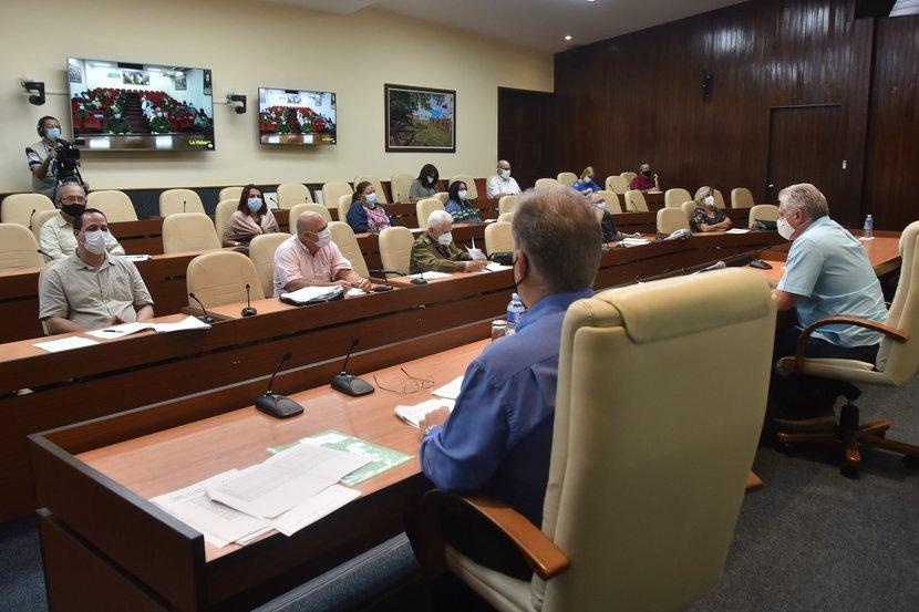 En el encuentro se insistió en el rigor con que se deben aplicar en la capital las medidas que se han previsto. (Foto: Estudios Revolución)