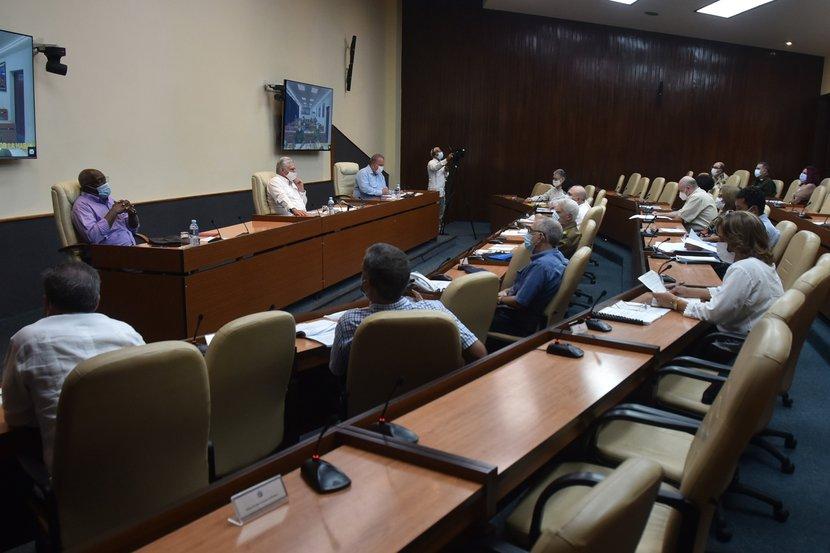 En la nación permanecen ingresadas 7  824  pacientes para atención y vigilancia de la COVID-19, según se conoció en el encuentro de este lunes. (Foto: Estudios Revolución)