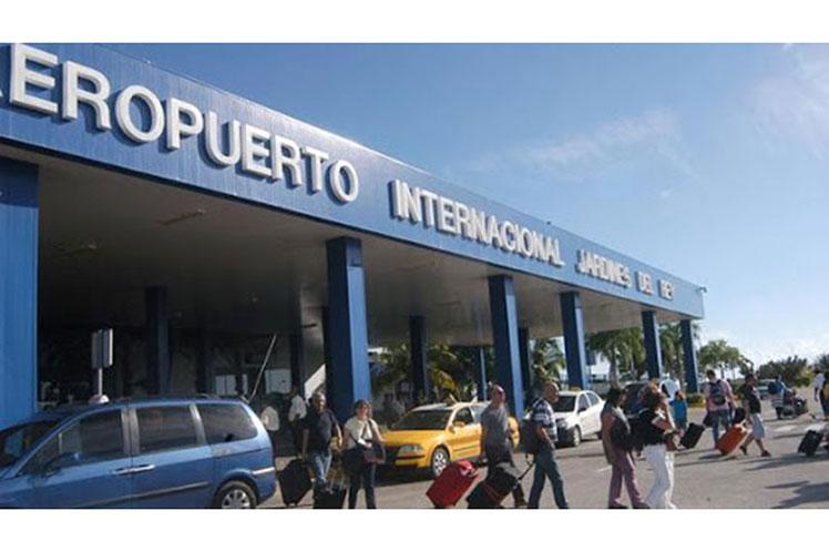 La terminal aérea de Cayo Coco ha implementado estrictas medidas de seguridad para esta fase. (Foto: PL)