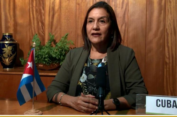 La  ministra del Citma, Elba Rosa  Pérez, ofreció detalles de los planes que promueve su país para  preservar la riqueza de los ecosistemas. (Foto: PL)