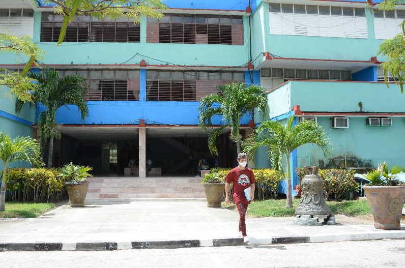 En la Universidad de Sancti Spíritus José Martí Pérez aún permanece suspendida la actividad docente. (Foto: Vicente Brito / Escambray)