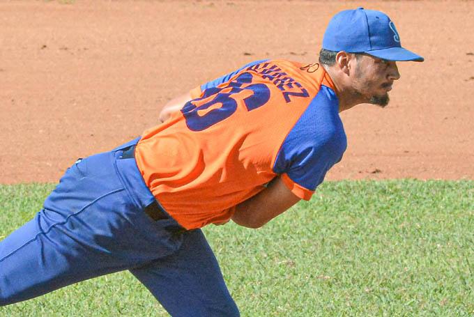 Álvarez trabajó durante seis entradas en las que no permitió anotaciones y solo cuatro hits, además de conceder dos boletos. (Foto: Luis Carlos Palacios)