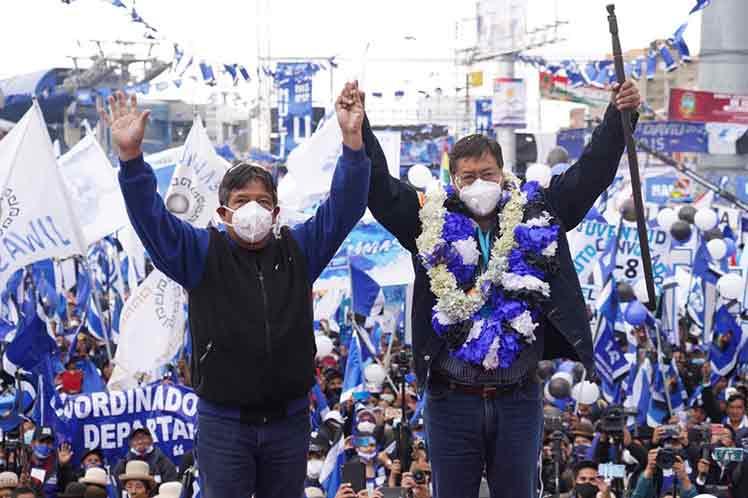 Un año  después de la instalación de un gobierno de facto, el MAS recupera el poder de la mano del pueblo. (Foto: PL)