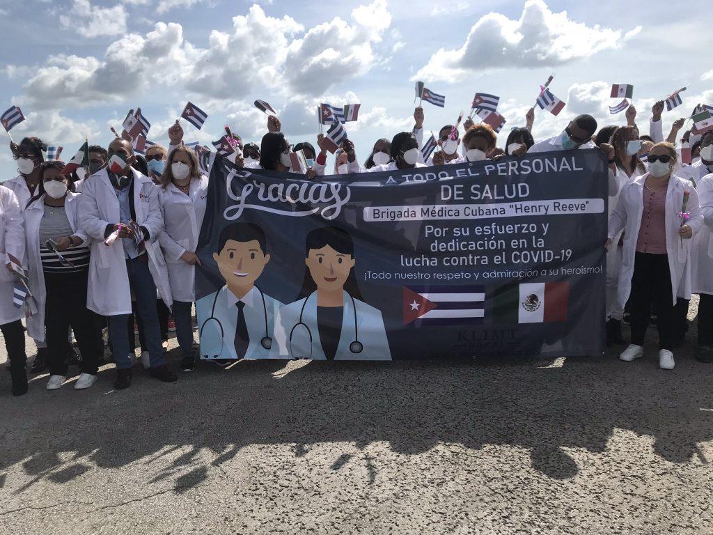 Más de 800 colaboradores cubanos brindaron su apoyo frente a la COVID-19 en varios estados mexicanos. (Foto: @MINSAPCuba)
