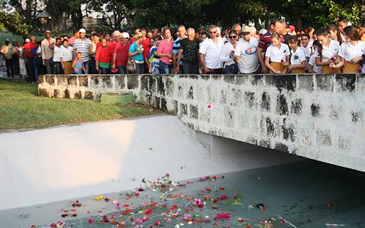La tradición de depositar flores en el mar y los ríos en homenaje al Héroe de Yaguajay adquirirá esta vez otras características. (Foto: Oscar Alfonso Sosa)