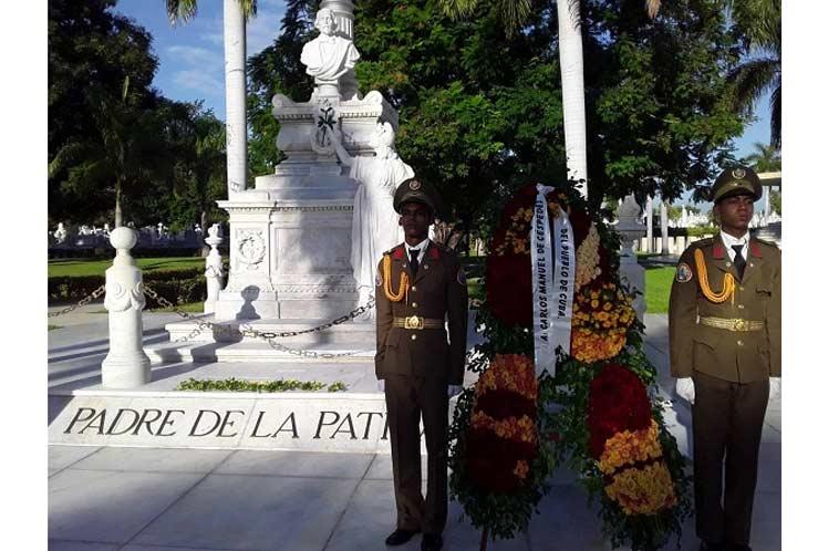 Ofrendas florales de Raúl Castro y Miguel Díaz-Canel reverencian este 10 de octubre a Carlos Manuel de Céspedes en Santiago de Cuba. (Foto: PL)