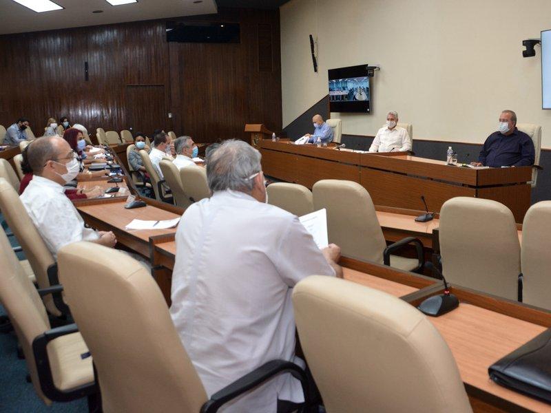 Díaz-Canel sostuvo un nuevo encuentro con los científicos y expertos que han participado en la batalla contra la COVID-19. (Foto: Estudios Revolución)