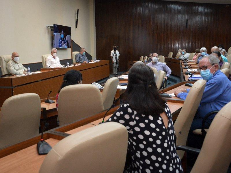 En el encuentro se realizó una actualización de los candidatos vacunales cubanos contra la enfermedad. (Foto: Estudios Revolución)