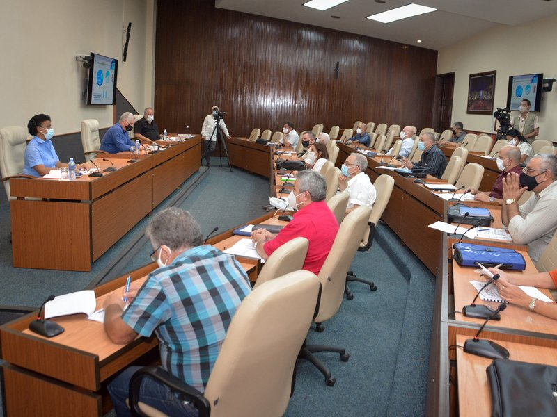 Durante el encuentro se analizaron  propuestas que buscan  soluciones en el sector hidráulico cubano. (Foto: Estudios Revolución)