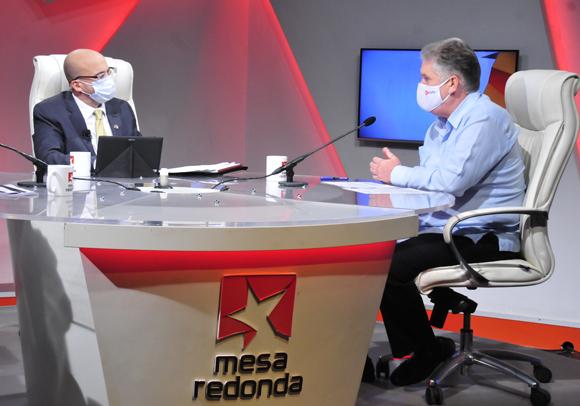 Uno de los elementos más importantes de la estrategia económica y social es el ordenamiento monetario en el país, recordó Alejandro Gil. (Foto: Cubadebate)