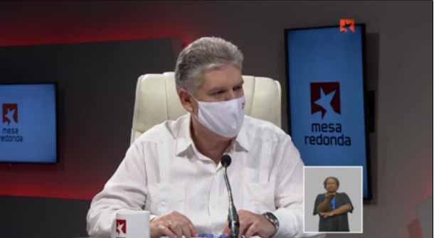 El viceprimer ministro y titular de Economía y Planificación Alejandro Gil comparece este lunes en el programa radio-televisivo Mesa Redonda.