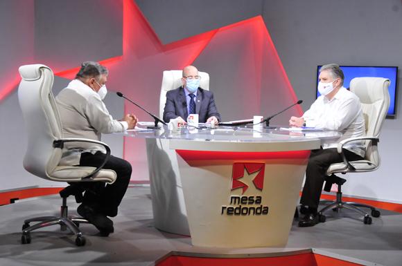 Alejandro Gil y Marino Murillo aclararon dudas sobre el proceso de ordenamiento monetario y cambiario en Cuba. (Foto: Cubadebate)