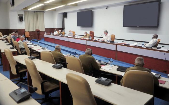 El General de Ejército Raúl Castro Ruz condujo el análisis desarrollado por el Buró Político del Comité Central del PCC. (Foto: Estudios Revolución)