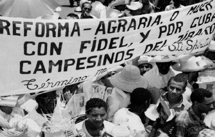 La firma de la Ley de Reforma Agraria en mayo de 1959 dio inicio al paso al Estado cubano de las grandes propiedades extranjeras y criollas.