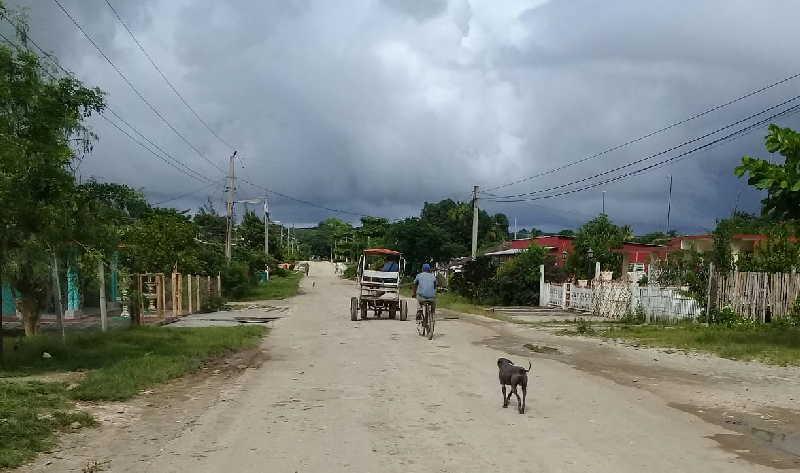 El impacto de las restricciones se extiende por todo Jarahueca. (Fotos: José Luis Camellón)