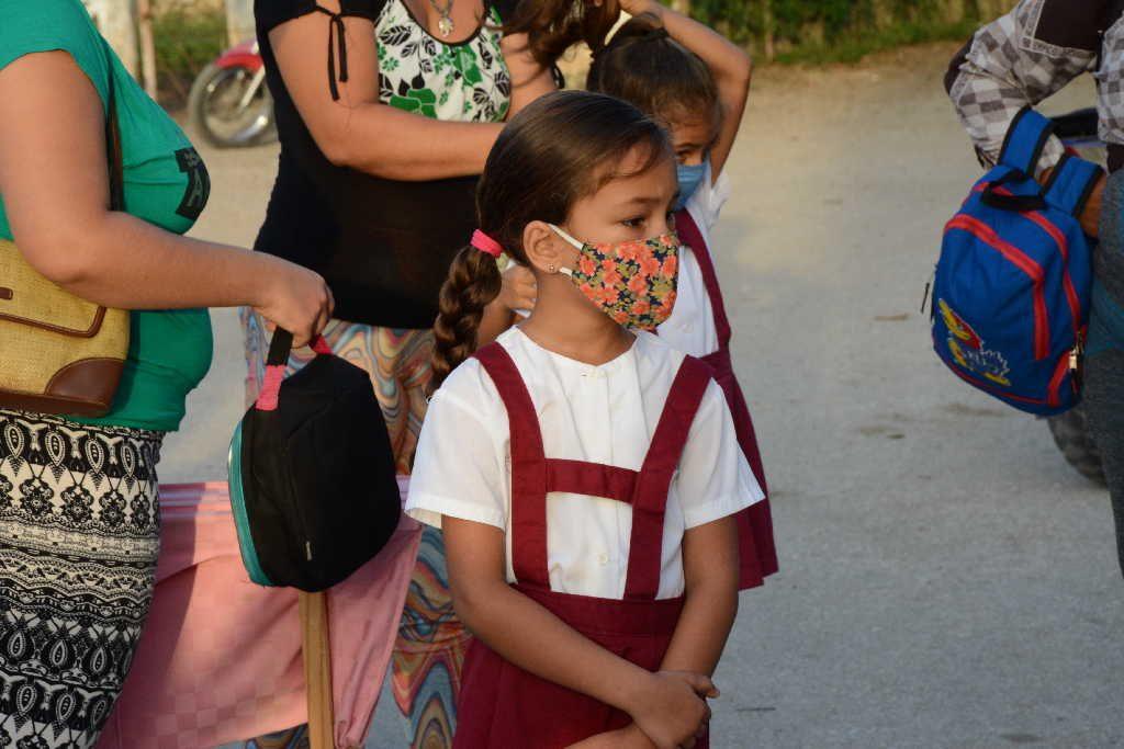 sancti spiritus, uniformes escolares, comercio