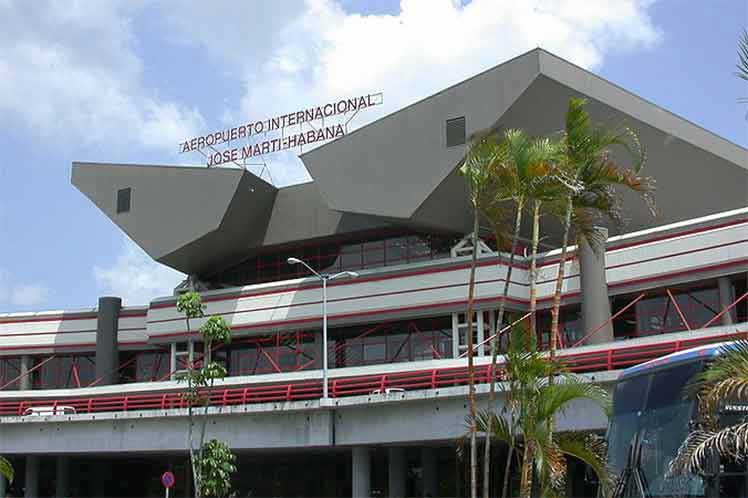 Con la entrada en servicio de sus instalaciones, los 10 aeropuertos internacionales de la isla quedan abiertos para recibir pasajeros procedentes del exterior. (Foto: PL)