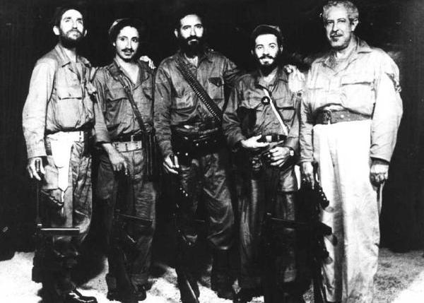 Armando Acosta, al centro, con sus jefes de pelotones en los días de la liberación de Sancti Spíritus y Jatibonico.