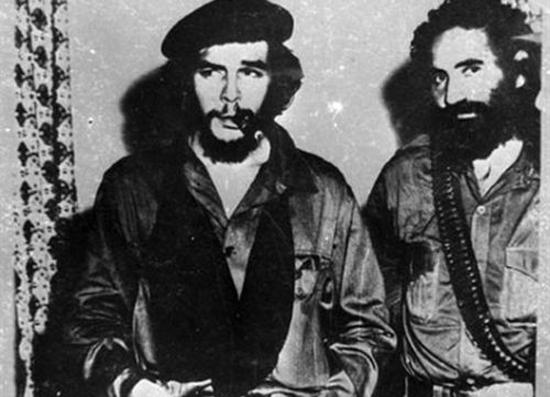 Armando Acosta, junto al Che Guevara, en los días de la Campaña de Las Villas.