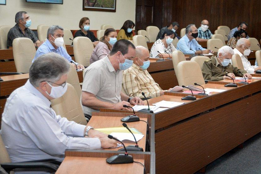 El ministro de Salud Pública, José Angel Portal, confirmó que casi el 15 por ciento de los casos autóctonos de noviembre tienen como fuente de infección algún viajero. Foto: Estudios Revolución.