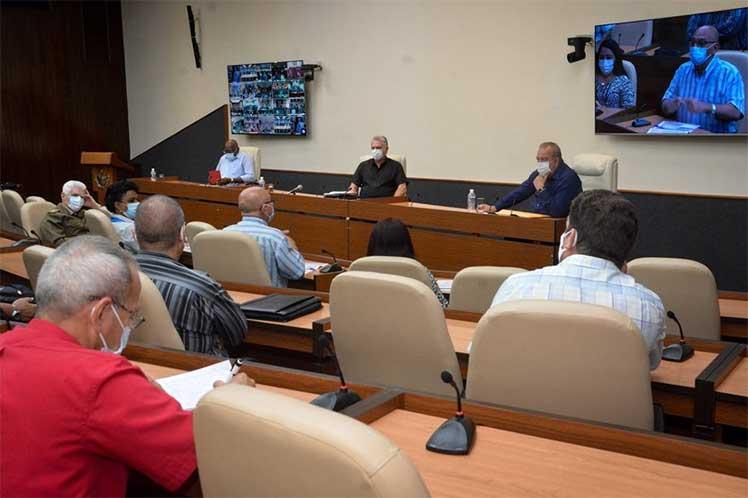 Díaz-Canel se reunió por videoconferencia con los gobernadores y el intendente del municipio especial de la Isla de la Juventud. (Foto: Estudios Revolución)