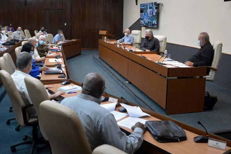 Díaz-Canel, Manuel Marrero y Machado Ventura encabezaron una videoconferencia con directivos nacionales y provinciales para precisar aspectos del programa. (Foto: Estudios Revolución)