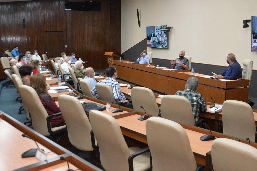 Durante los últimos quince días, en Cuba han sido diagnosticados 471 casos positivos a la COVID-19, según se conoció en el encuentro de este jueves. Foto: Estudios Revolución.